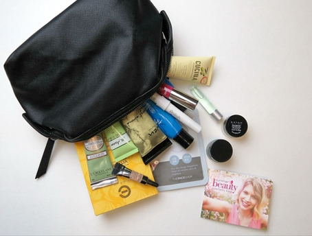 ගැහැණු-ළමයින්ට-නැතුවම-බැරි-beauty-bag-එක-